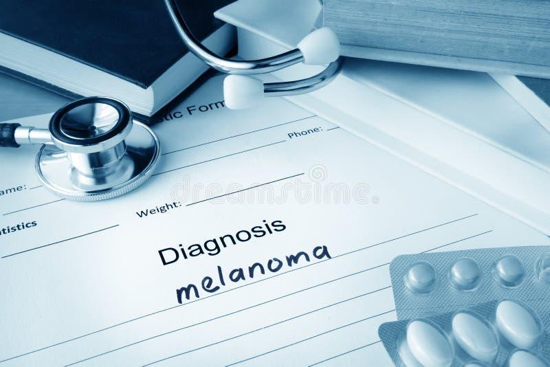Diagnosmelanom som är skriftlig i den diagnostiska formen royaltyfri fotografi