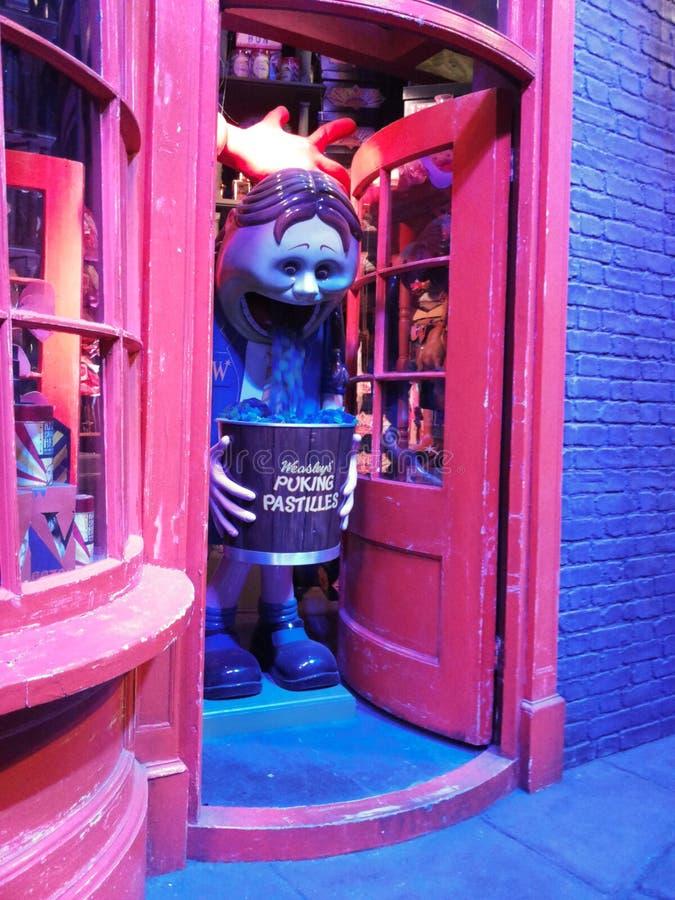 Diagon Alley filmuje set przy Warner studiiem robić Harry Poter w Londyn, UK obraz royalty free
