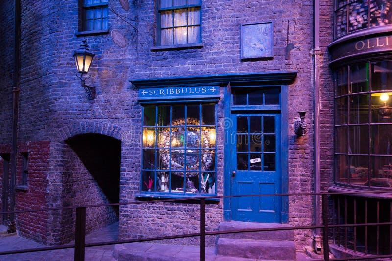 Diagon Alley filmuje set przy Warner studiiem robić Harry Poter w Londyn, UK obrazy stock