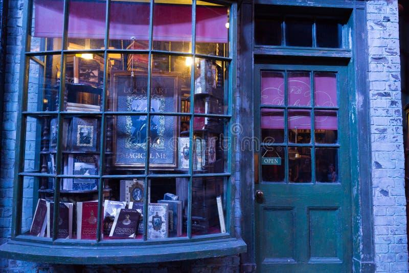 Diagon Alley filmuje set przy Warner studiiem robić Harry Poter w Londyn, UK zdjęcia stock