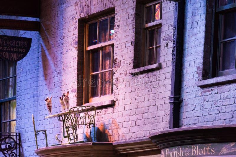 Diagon Alley filmuje set przy Warner studiiem robić Harry Poter w Londyn, UK fotografia stock