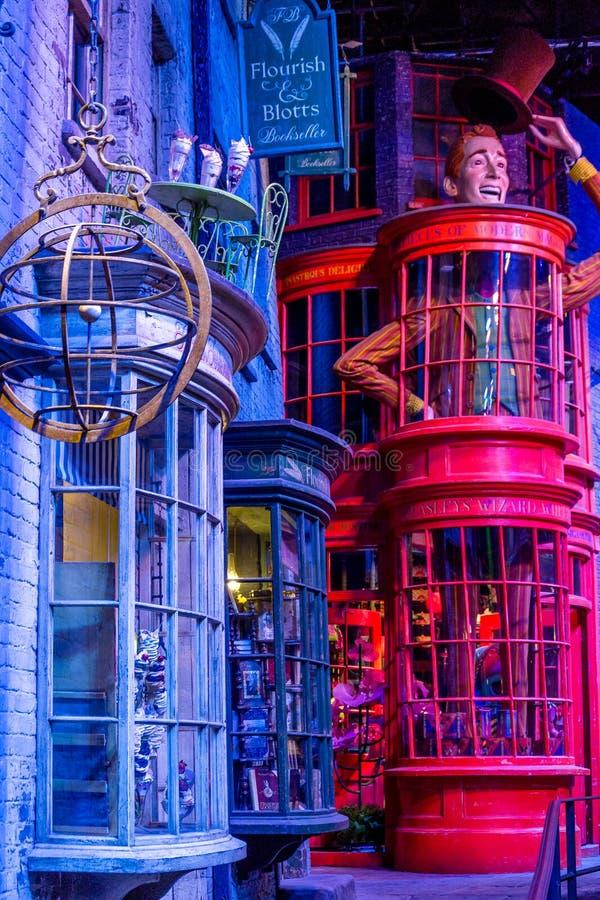 Diagon Alley filmuje set przy Warner studiiem robić Harry Poter w Londyn, UK zdjęcie royalty free