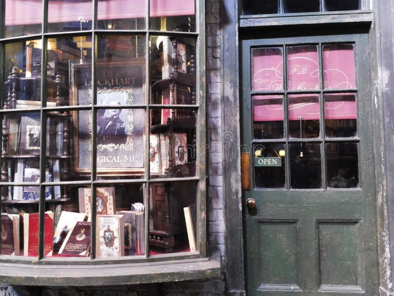 Diagon Alleyfilmuppsättning på Warner Studio, danandet av Harry Potter i London, UK fotografering för bildbyråer