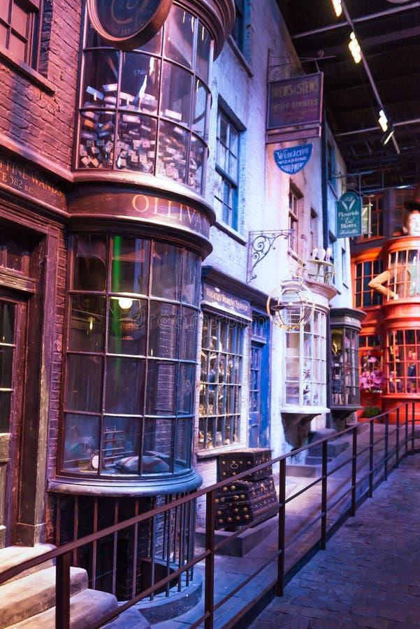 Diagon gränd i den Warner Brothers studion från Harry Potter Mov fotografering för bildbyråer