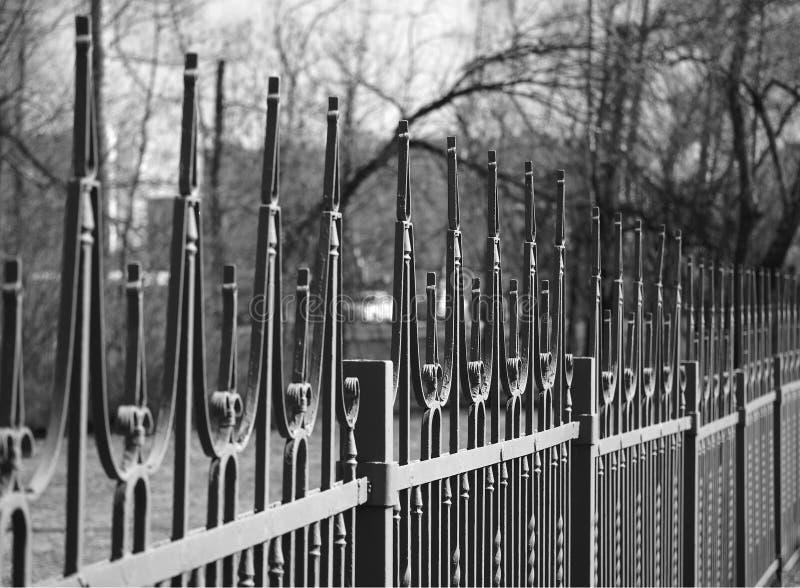Diagonale zwart-witte omheiningsobjecten achtergrond hd royalty-vrije stock fotografie