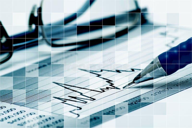 Diagram, exponeringsglas och penna royaltyfria bilder