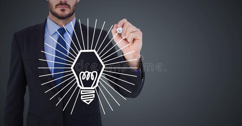 Diagram för lightbulb för mitt- teckning för avsnitt för affärsman vitt mot grå bakgrund arkivbilder