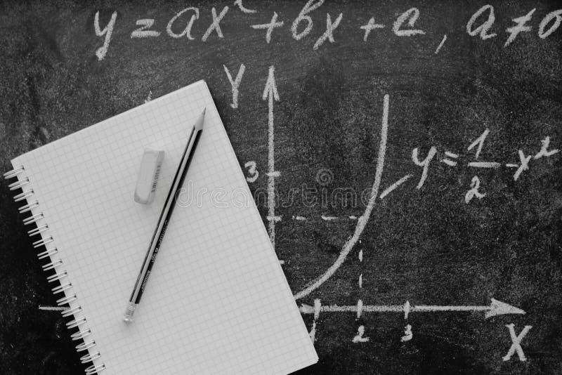 Diagrama matemático com caderno fotografia de stock