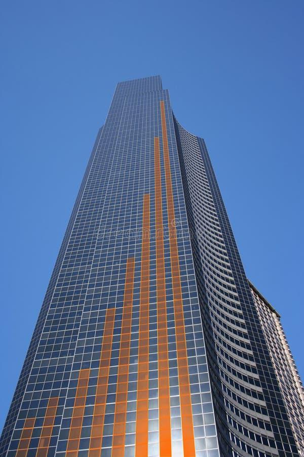 Diagramme à barres sur le gratte-ciel illustration libre de droits
