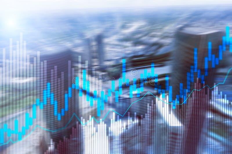 Diagramme et diagrammes de chandelier d'opérations boursières sur le fond brouillé de centre de bureau image libre de droits
