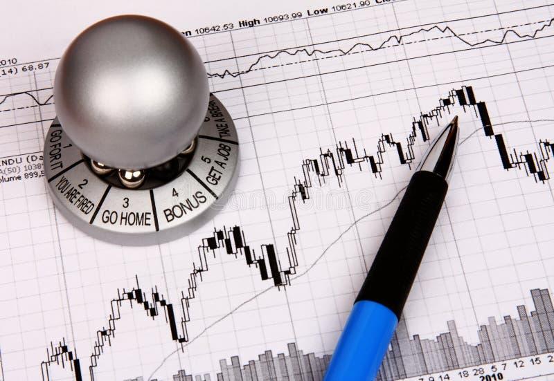 Diagramme financier avec un souvenir photos stock