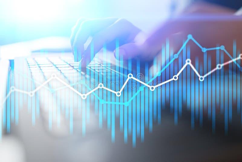 Diagrammes économiques et graphiques de double exposition sur l'écran virtuel Commerce, concept en ligne d'affaires et de finance image stock