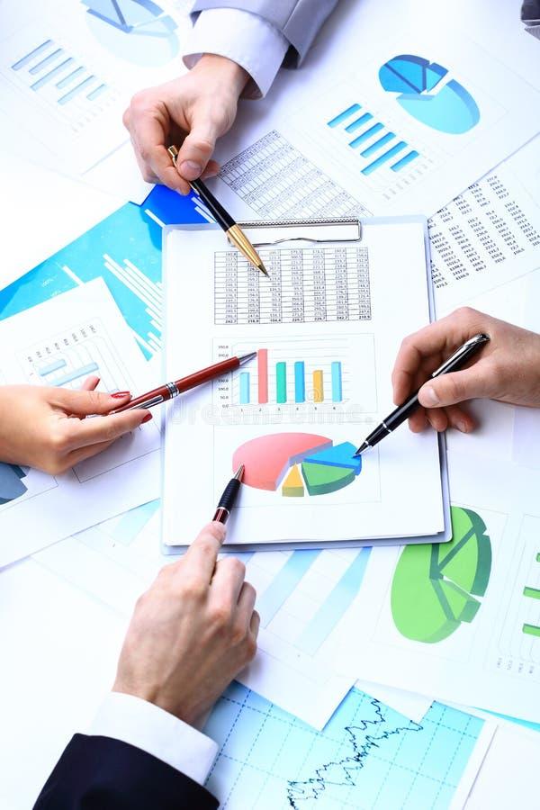 Diagrammes de papier financiers photographie stock