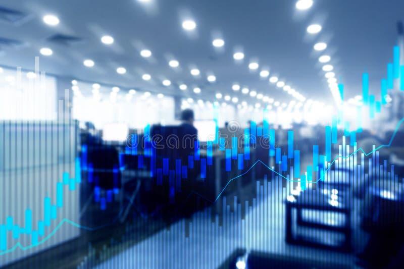 Diagrammet och diagram för ljusstake för materielhandel på suddigt kontor centrerar bakgrund arkivfoton