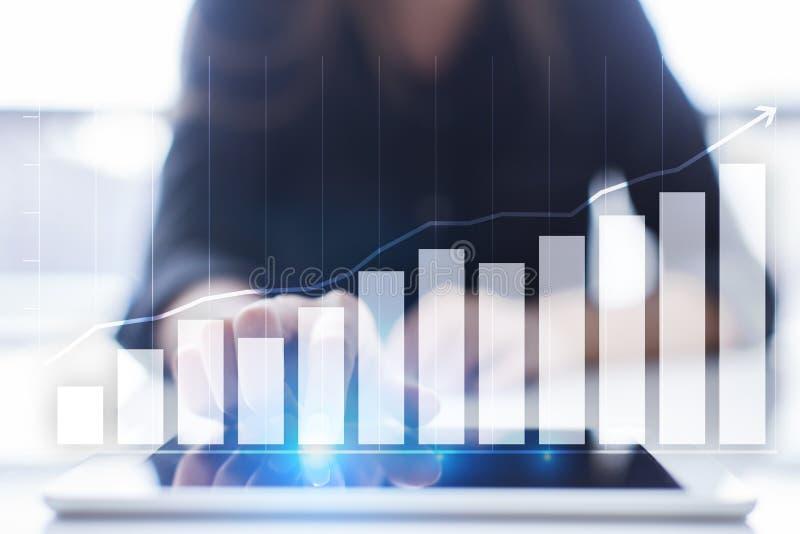 Diagramy i wykresy Strategia biznesowa, dane analiza, pieniężny wzrostowy pojęcie zdjęcia royalty free