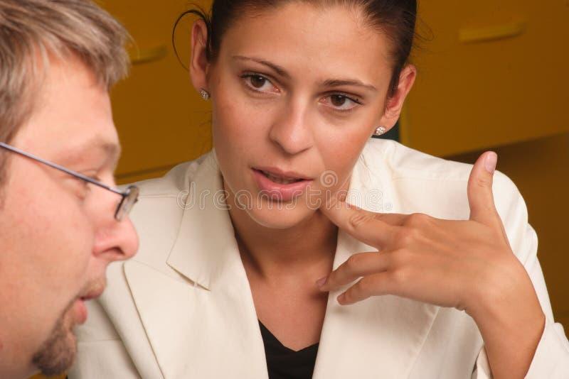 Download Dialogmankvinna arkivfoto. Bild av glasögon, upptaget, samarbete - 985570