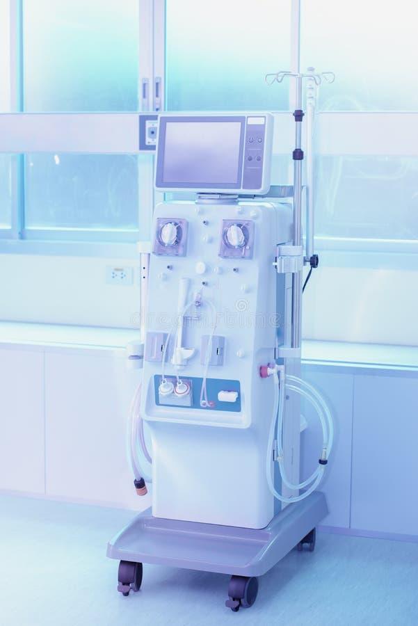 Dialysegerät-, Hämodialysemaschinen mit Schläuche und Installationen lizenzfreie stockfotografie