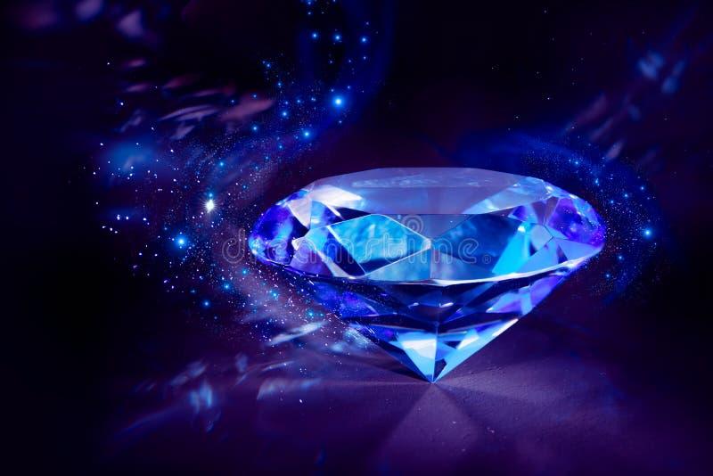 Diamant bleu brillant sur un fond noir photographie stock