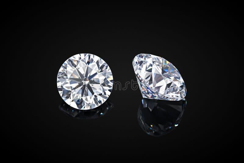 Diamant die op zwarte achtergrond wordt ge?soleerdr Diamant van de luxe de kleurloze transparante fonkelende halfedelsteen om vor royalty-vrije stock fotografie