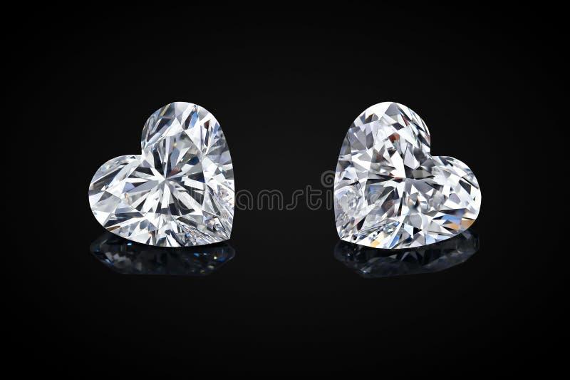 Diamant die op zwarte achtergrond wordt ge?soleerdr Van het de diamanthart van de luxe kleurloze transparante fonkelende halfedel royalty-vrije stock foto's