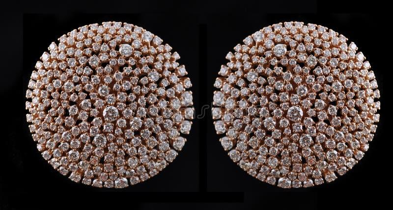 Diamant earings mit Reflexion stockbilder