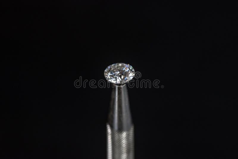 Diamant i pincett arkivfoton
