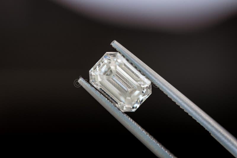 Diamant i pincett fotografering för bildbyråer