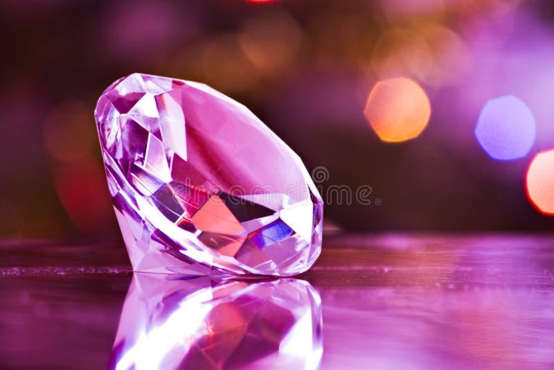 Diamant in purple stock foto