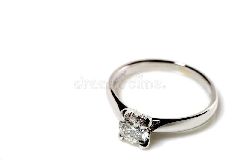 Diamant-Ring lizenzfreie stockfotos