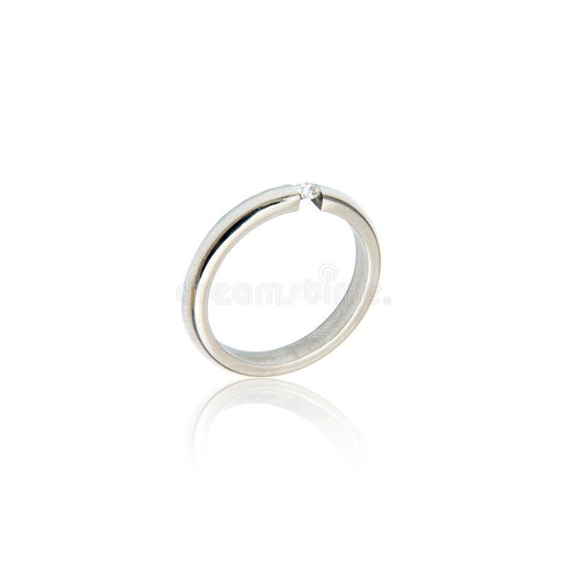 Diamant-Ring getrennt auf Weiß stockfotografie