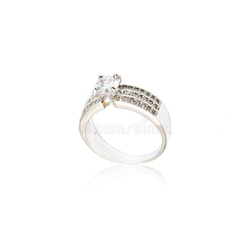 Diamant-Ring getrennt auf Weiß stockfoto