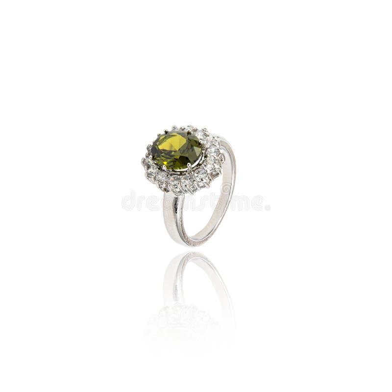 Diamant-Ring getrennt auf Weiß lizenzfreie stockbilder