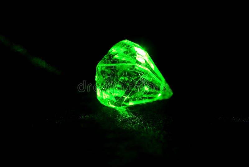 Diamant rougeoyant photos stock