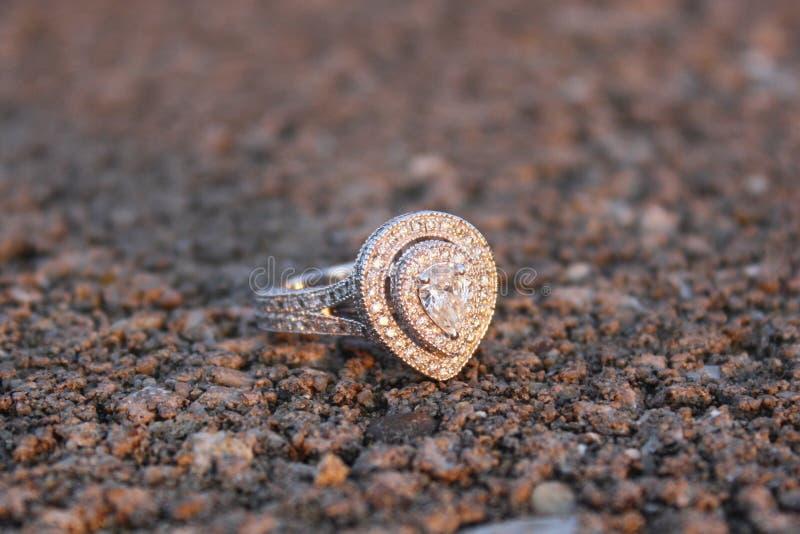 Diamant in ruw royalty-vrije stock afbeeldingen
