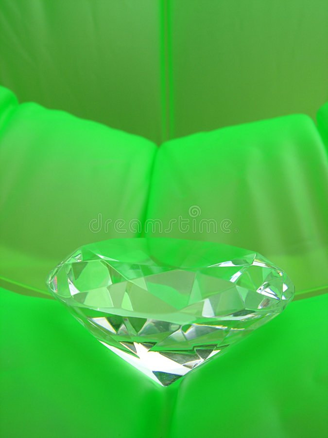 diamant sur le fond vert image stock image du bijou obtenu 2338151. Black Bedroom Furniture Sets. Home Design Ideas
