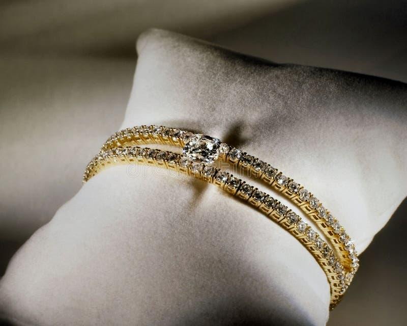 Diamant-Tennis-Armband lizenzfreies stockbild