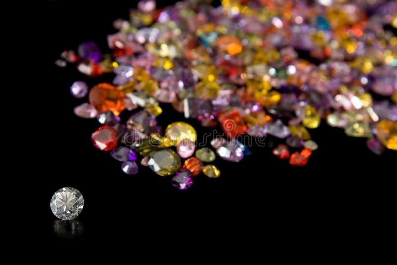 Diamant und zerstreute Edelstein-Spur stockfoto