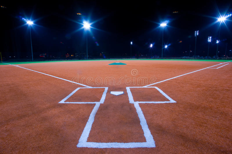 Diamante de basebol na noite foto de stock