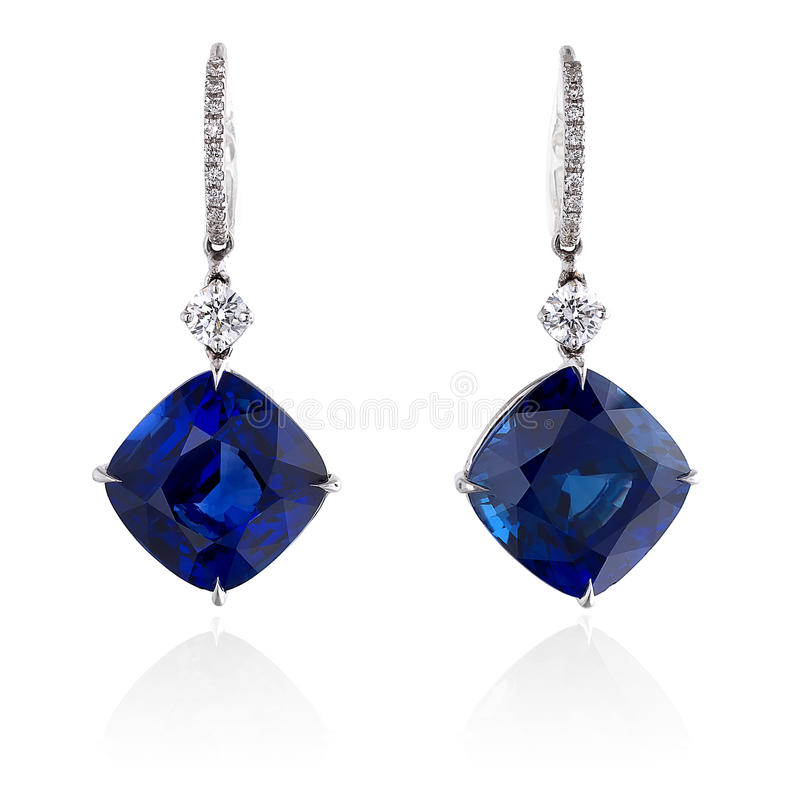 Diamante e brincos azuis da safira. imagem de stock