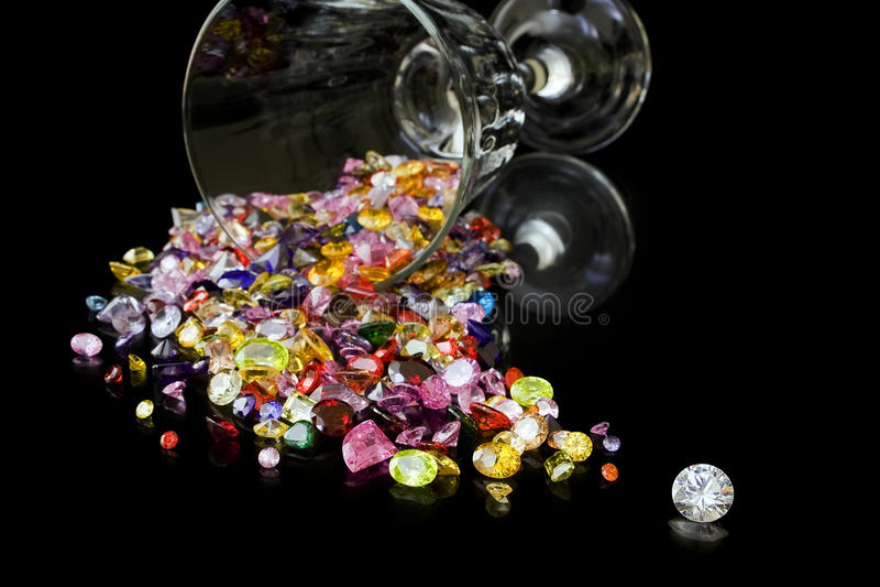 Diamante e gemme dal vetro di vino fotografia stock libera da diritti