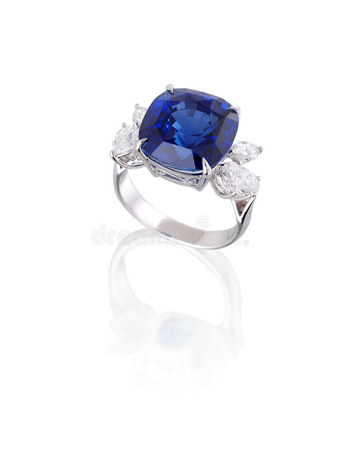 Diamante ed anello blu dello zaffiro. fotografia stock