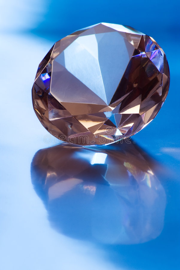 Diamante na luz azul fotos de stock