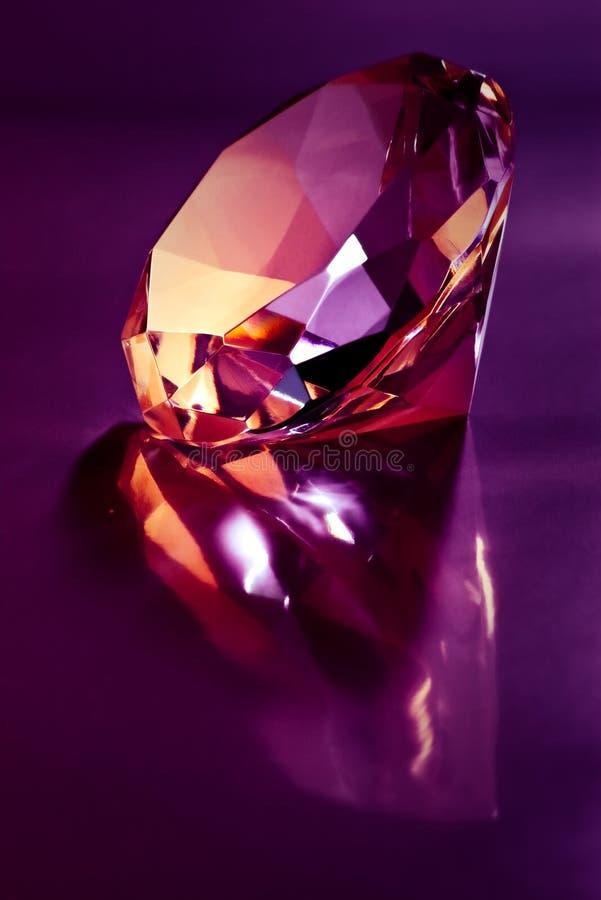 Diamante no roxo imagens de stock