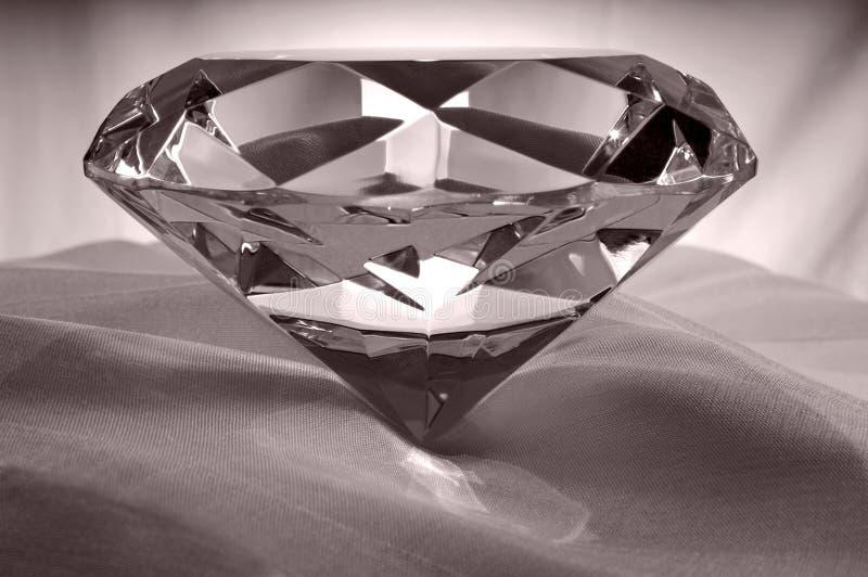 Diamante su raso immagine stock libera da diritti