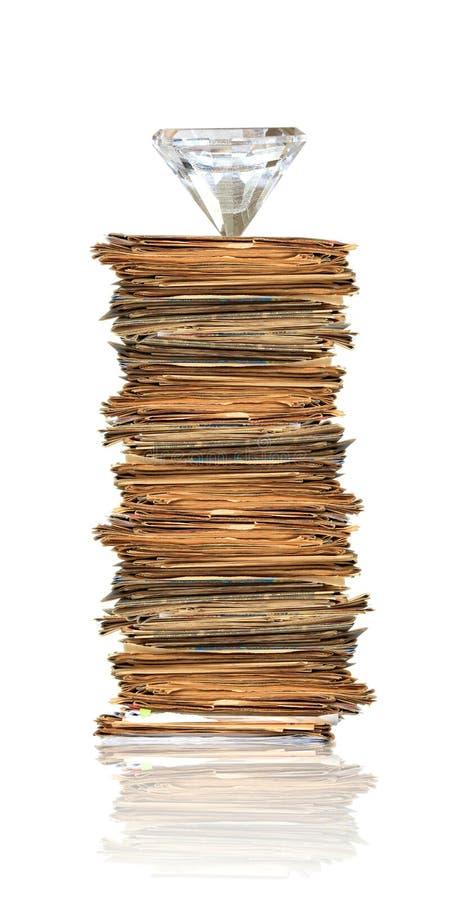 Diamante sul mucchio dei documenti fotografie stock