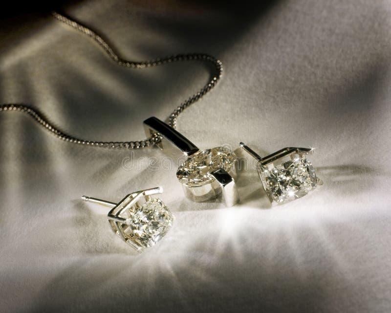 Diamanten Earings en Tegenhanger stock afbeeldingen