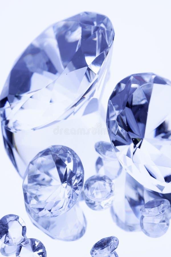 Diamanten op witte spiegel royalty-vrije stock foto