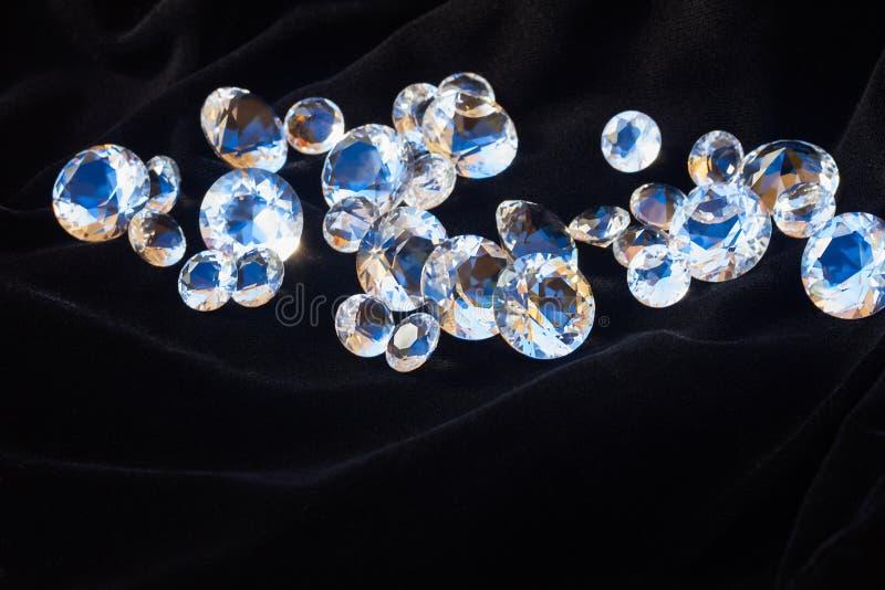 Diamanten op zwarte royalty-vrije stock afbeelding