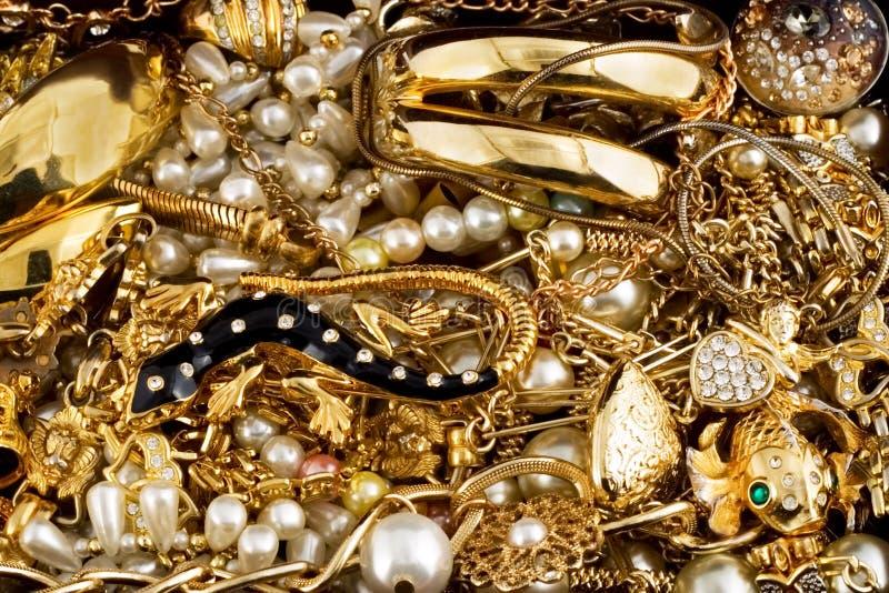Diamanten und Gold lizenzfreie stockbilder