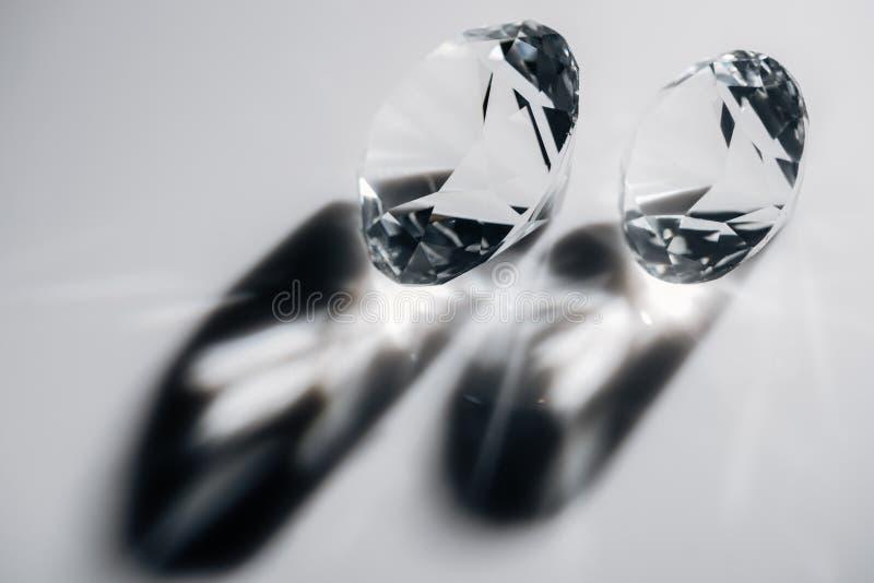 diamantes claros brillantes con las sombras fotografía de archivo